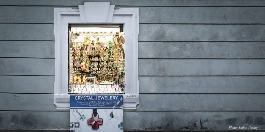 There's room in even the smallest cabin (jewelry dealer in Prague) V2