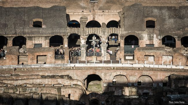 christian-takover-of-an-roman-icon-cross-inside-colosseum-amphitheatre-rome-makingof-1
