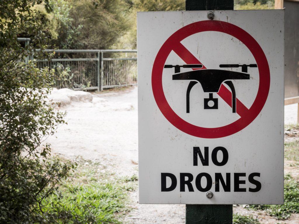 Schild: Drohnen verboten in Neuseeland
