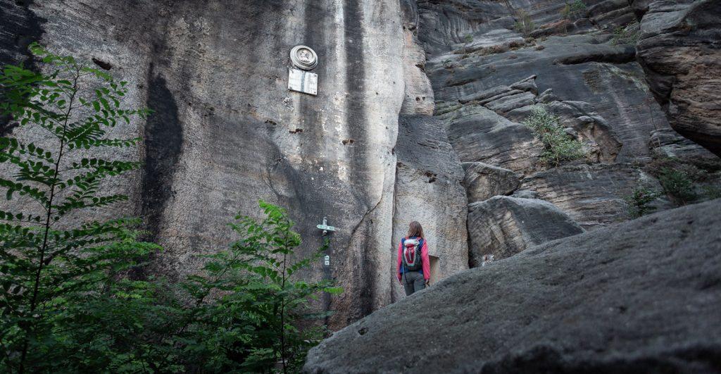 Der Jäckelfels auf dem Weg hinauf auf den Pfaffenstein