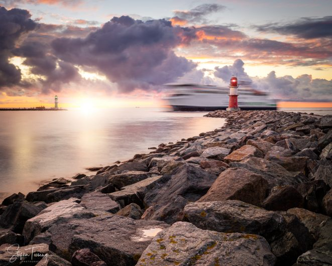 Mole Warnemünde – Ship, Lighthouse, Drama