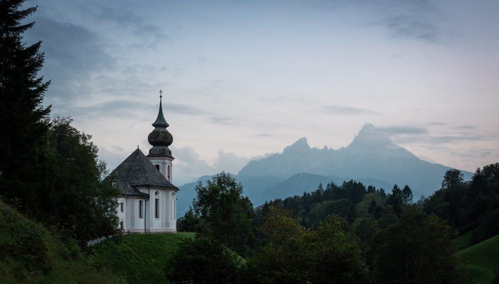 Kirche Maria Gern mit dem Watzmann im Hintergrund