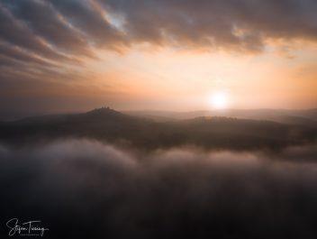 Veste Otzberg mit Nebel am Morgen zum SonnenaufgangMorning Fog