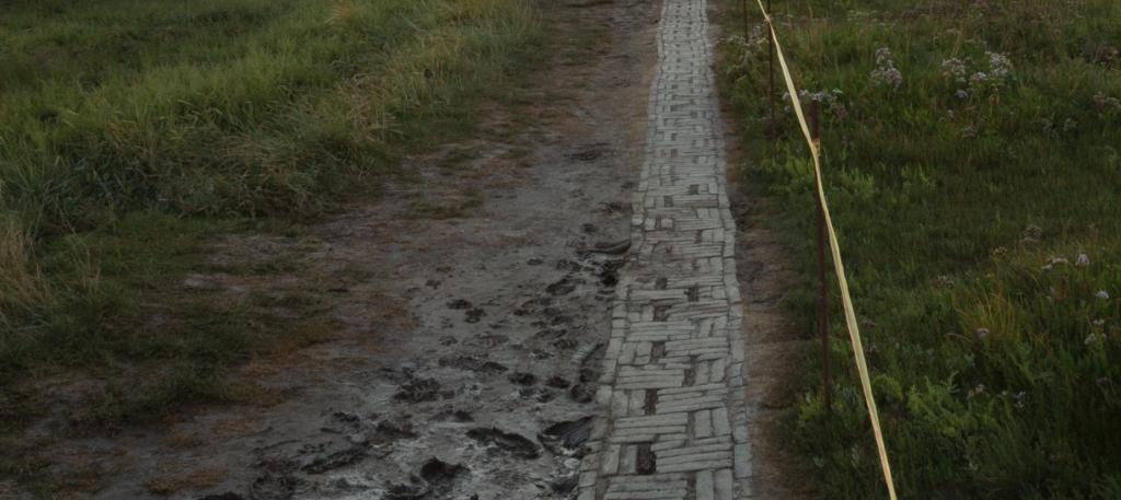 Der Stockenstieg am Leuchtturm Westerhevesand mit Matsch