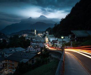 Berchtesgaden am Abend mit Watzmann im Hintergrund