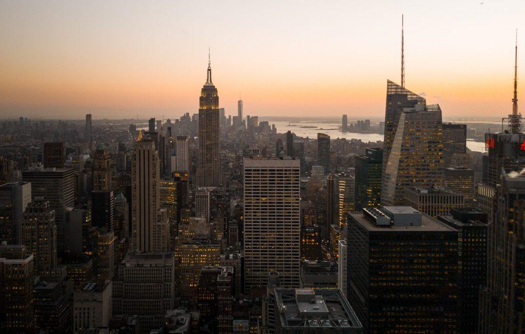 Blick vom Rockefeller Center in News York Richtung Empire State Building.