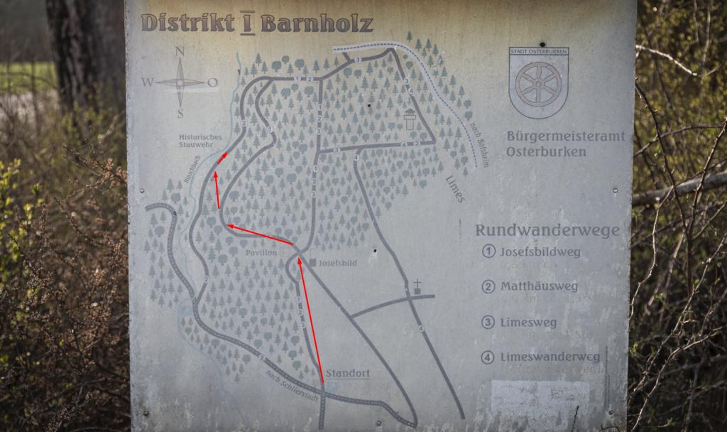 Schild mit Rundwanderwegen im Barnholz und am Rinschbach
