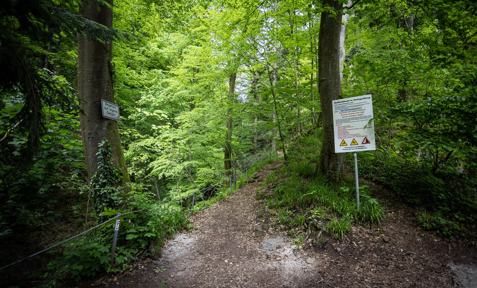 Warnschild am Eingang zur Wolfsschlucht bei Zwingenberg