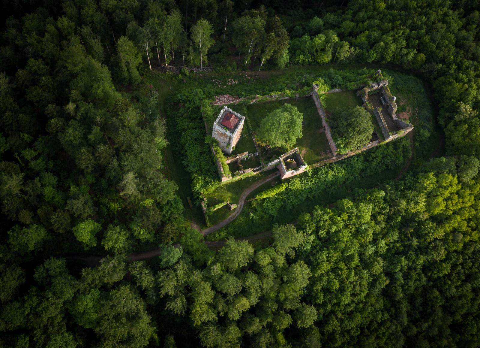 Luftaufnahme der Burg Wildenberg / Wildenburg