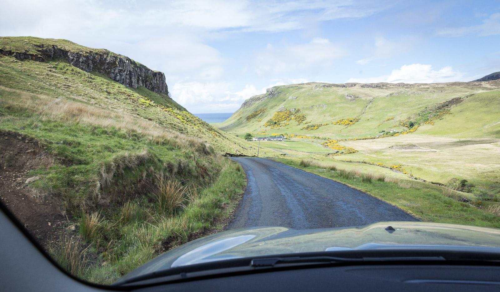 Straße zum Loch Brittle in Schottland